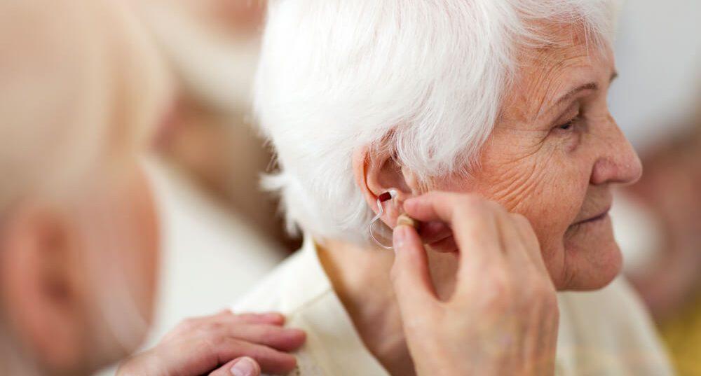 Seniorzy i słuch